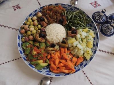 Plato variado de verduras y legumbres